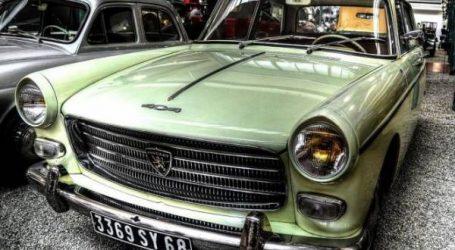 الملتقى الوطني الأول للسيارات العتيقة بالبيضاء