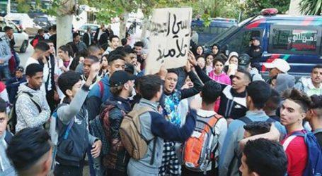آلاف التلاميذ يحتجون ضد الساعة الإضافية ويقاطعون الدراسة في عدة مدن