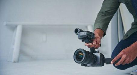 سوني تطلق كاميرا FX3 ذات الإطار الكامل مع المظهر السينمائي والقدرة التشغيلية المُحسّنة لصُنَّاع المحتوى